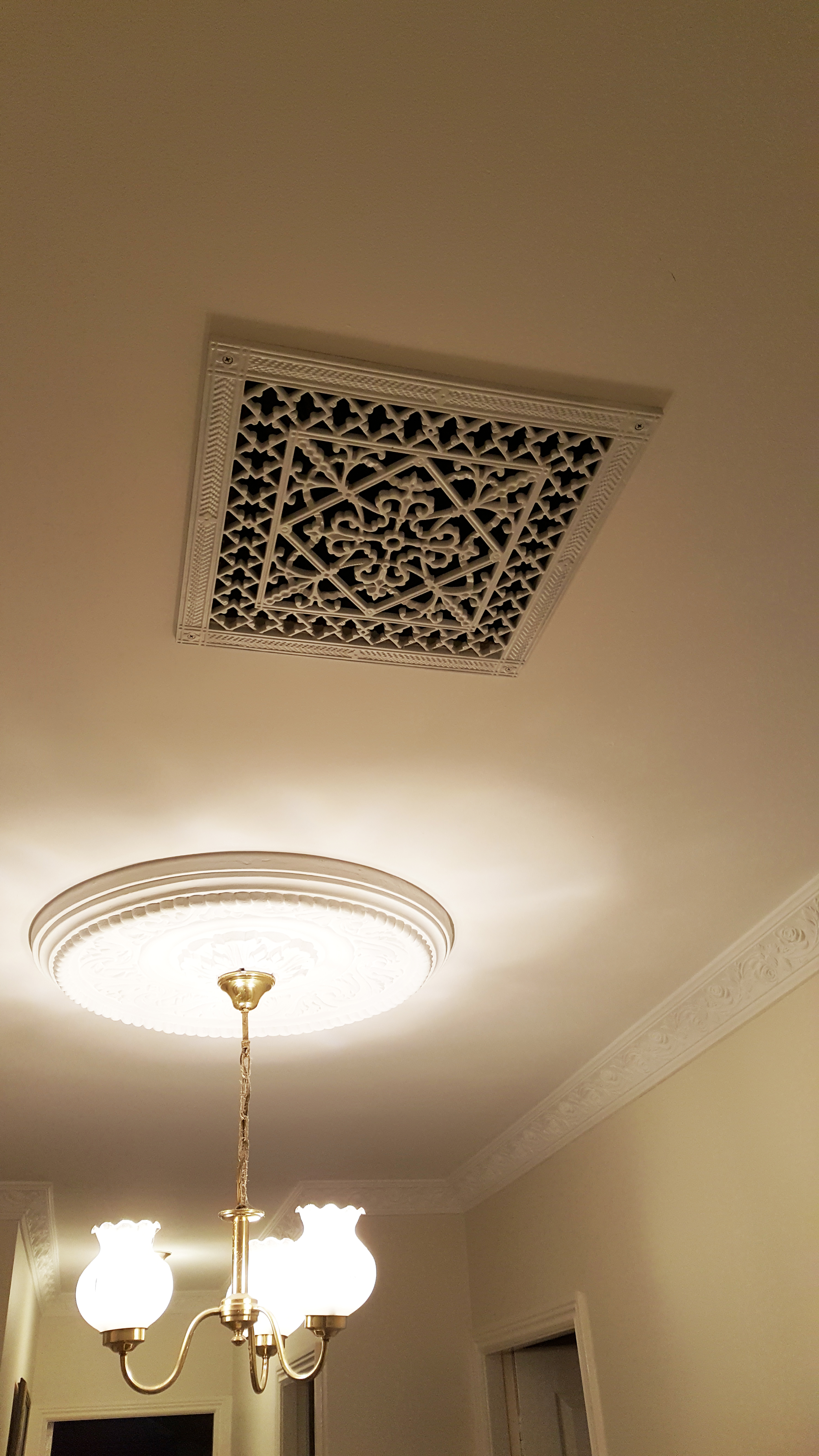 Decorative grille Arts and Crafts Style